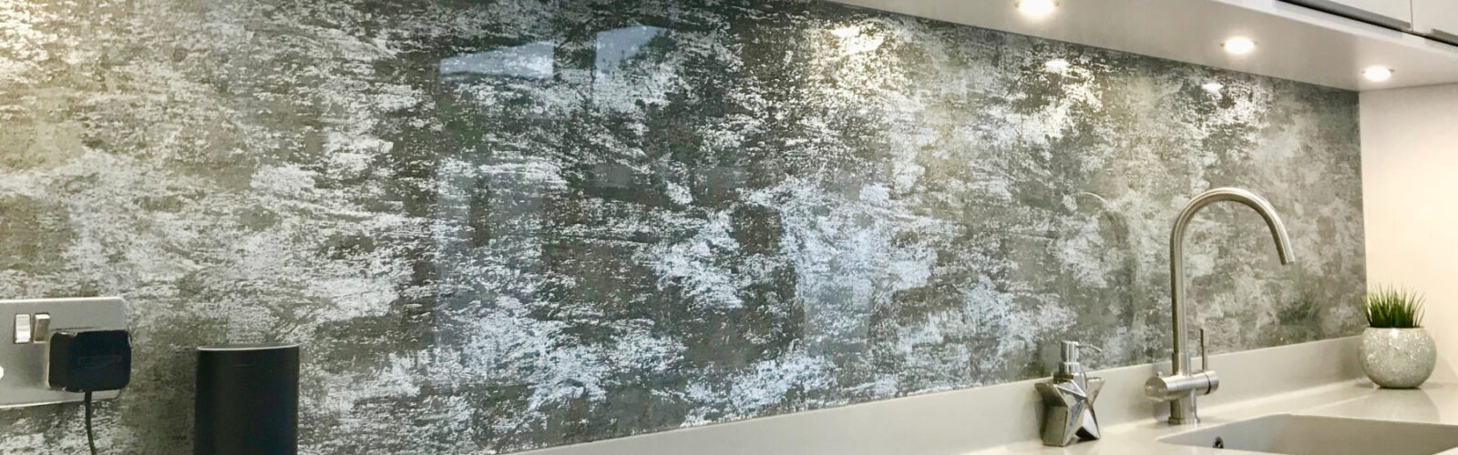 Objectsinglass splashback distressed